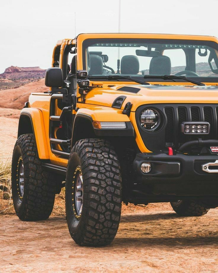 The Muscular Jeep In Yellow En 2020 Coches Todoterreno