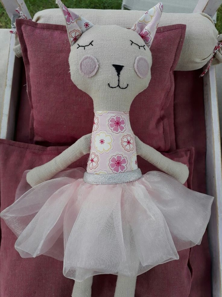 Softie cat ballerina made of linen and Liberty,  handmade by www.abricot-et-lavande.ch