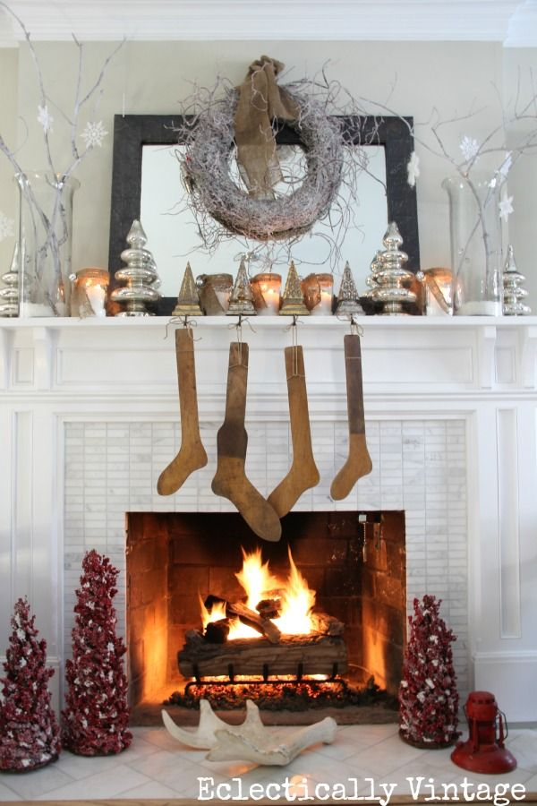 25 Best Ideas About Christmas Mantel Decor On Pinterest