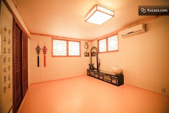 Bukchonmaru Hanokstay Room3 (AhnBang)