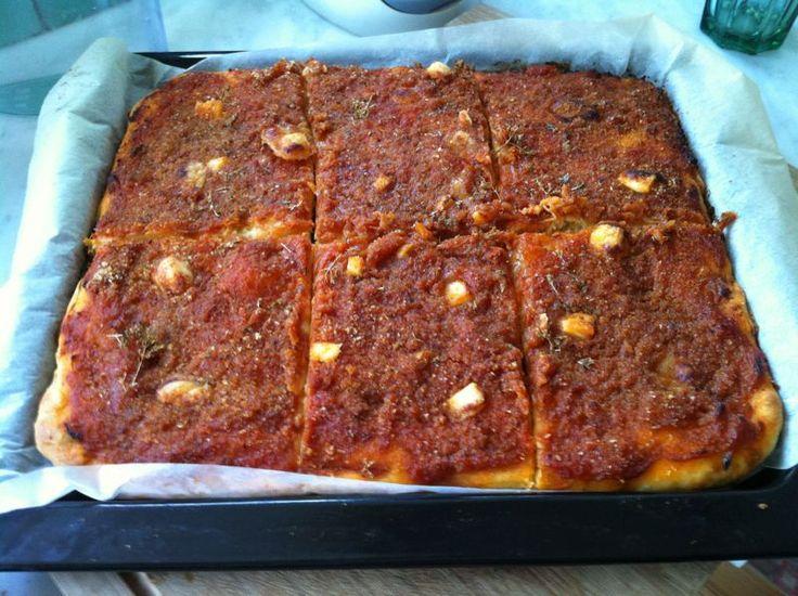 Lo sfincione palermitano, un rustico delizioso della tradizione siciliana >>http://blog.giallozafferano.it/ilmandorloinfioreblog/?p=120