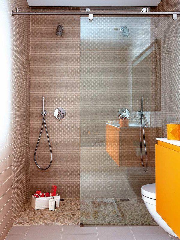 Suelo carrelage azulejos Beige Douche mampara Un baño infantil con ducha y bañera