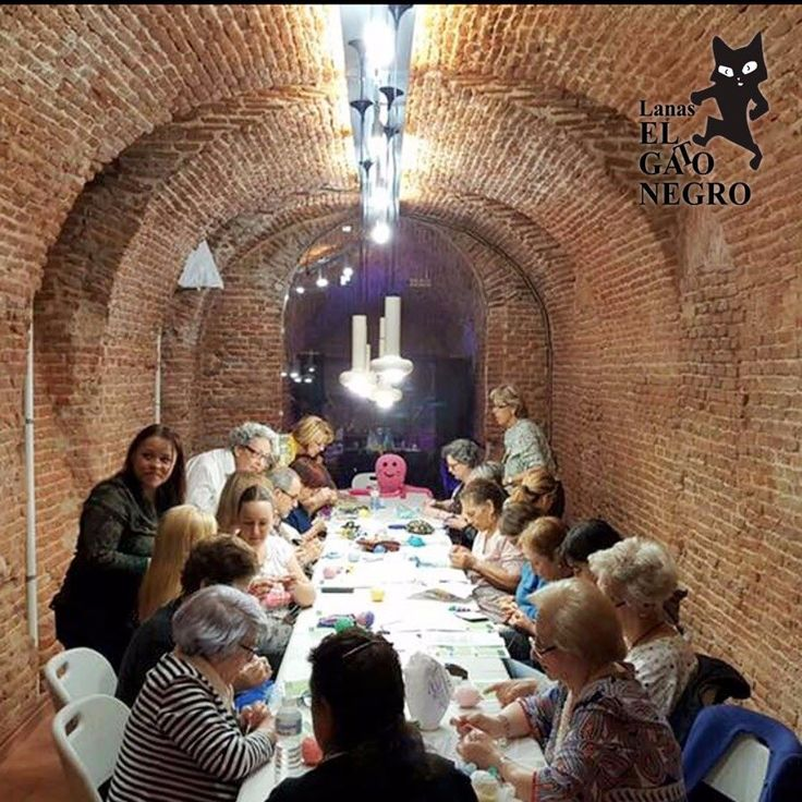 Este mes ha tenido lugar nuestro primer taller para aprender a hacer pulpos para los bebés prematuros. Muchas gracias a tod@s l@s asistentes por vuestra generosidad apoyándonos en este proyecto solidario. #abrazatupulpo #pulpossolidarios #crochet #ganchillo #pulposparaprematuros #elgatonegro #pulposganchillo