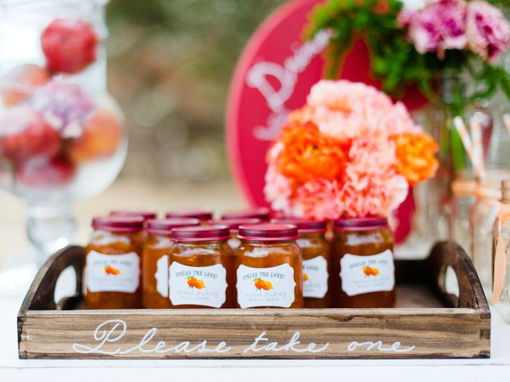 Go green with your favors by serving up locally made goods. #favors #homemade #local #greenwedding