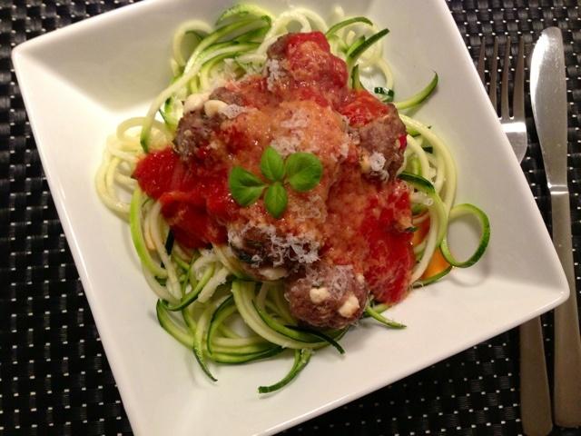 lchf spaghetti, tomatsovs og kødboller