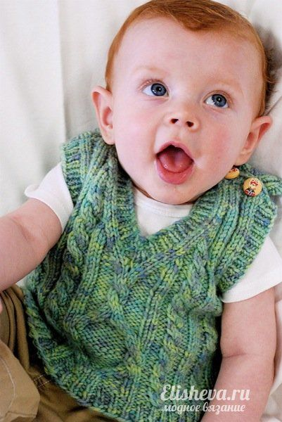 Детский жилет с аранами «Пембрук» вязаный спицами: размеры от 6 мес. до 8 лет