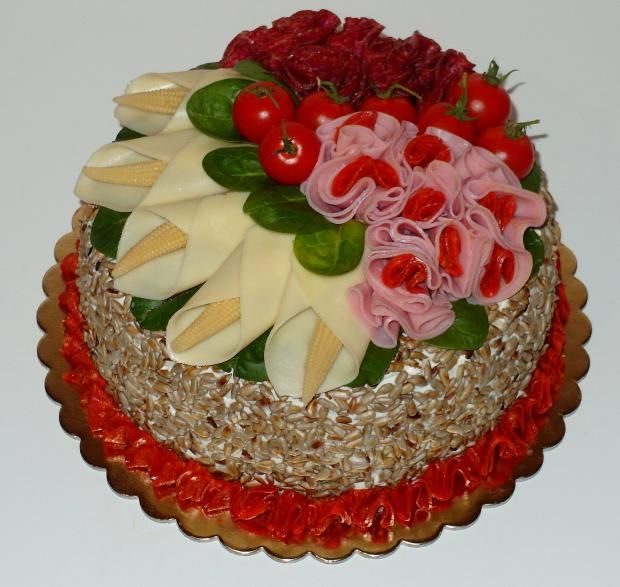 Slaná torta s kreatívnou výzdobou. Autorka: MYŠKA B. Tortyodmamy.sk.
