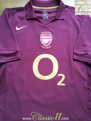 Relive Arsenal's 2005/2006 season with this vintage Nike home football shirt.