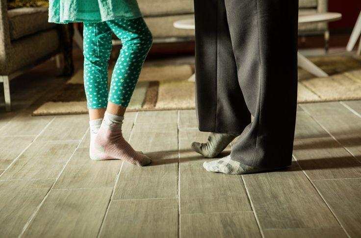 Los pisos con texturas naturales le dan un ambiente acogedor a tus espacios.