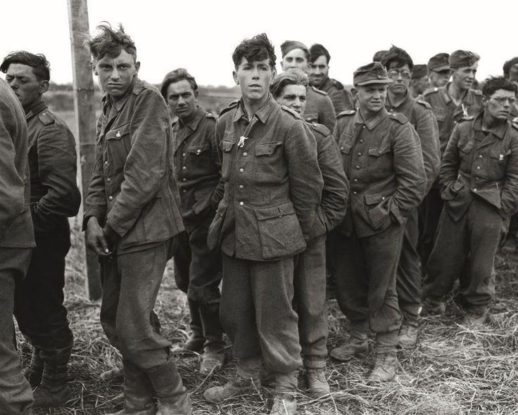 """""""They Fight With Cameras"""" di Walter Rosenblum. In mostra gli scatti del fotografo che immortalò lo sbarco in Normandia (FOTO)"""