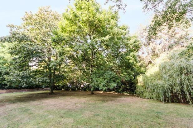 2 bedroom flat to rent in Hillcrest, Ladbroke Grove W11 - 17709629