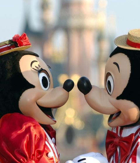 Oferta limitata 4=2 nopti la Disneyland Paris! Profita acum!