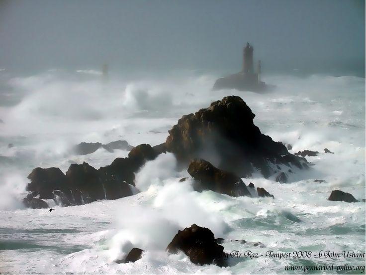 La Pointe du Raz un jour de tempête. #Finistère, #Bretagne.