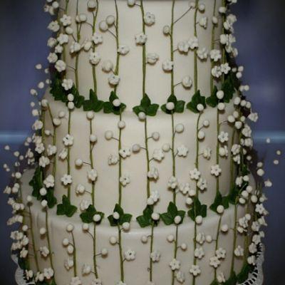 Wedding cake lily of the valley Svatební dort Konvalinky. Svatební dort plný krásných voňavých konvalinek z cukru.