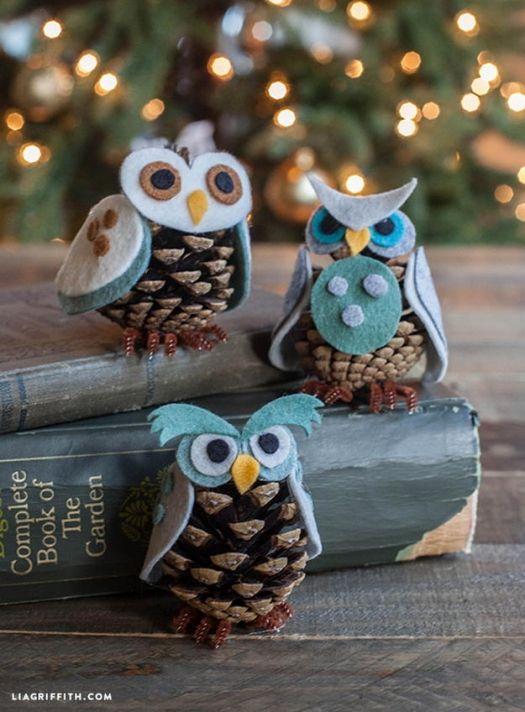 Картинка совы из фетра и шишек украшения на Новый год.