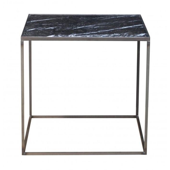 Marmor er et stort hit i øjeblikket, også hos Danske Clarrods. Deres side/natbord har en smuk sort marmor bordplade, og et tungt jernstel. Leveringstiden er typisk en lille uges tid.