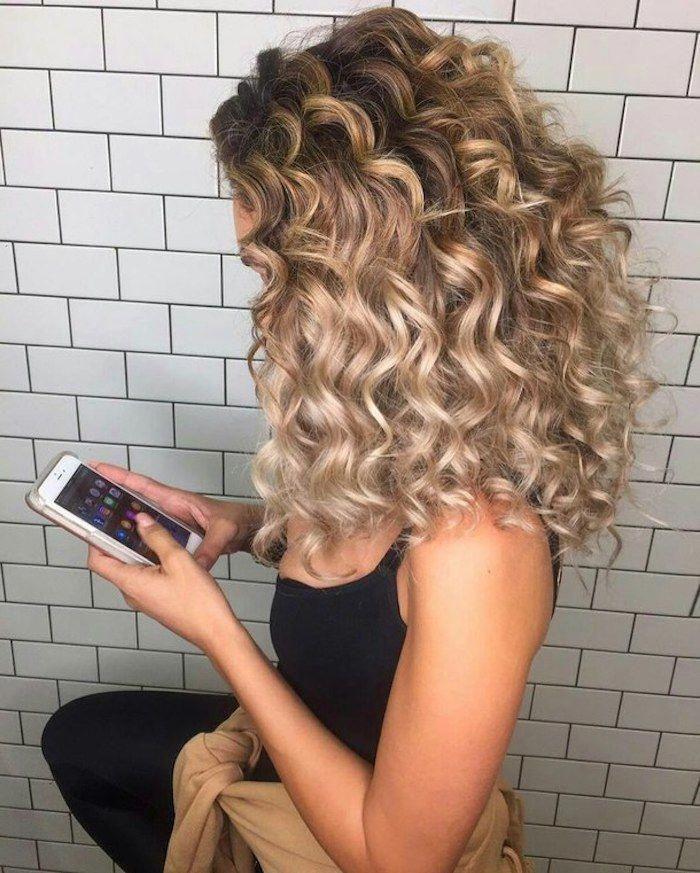 Blonde Curly Hair Looks For 2019 Blonde Curly Hair Natural Curly Hair Styles Naturally Long Blonde Curly Hair