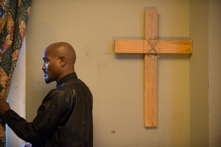 Seth Gilliam as Father Gabriel – The Walking Dead _ Season 6, Episode 9 – Photo Credit: Gene Page/AMC