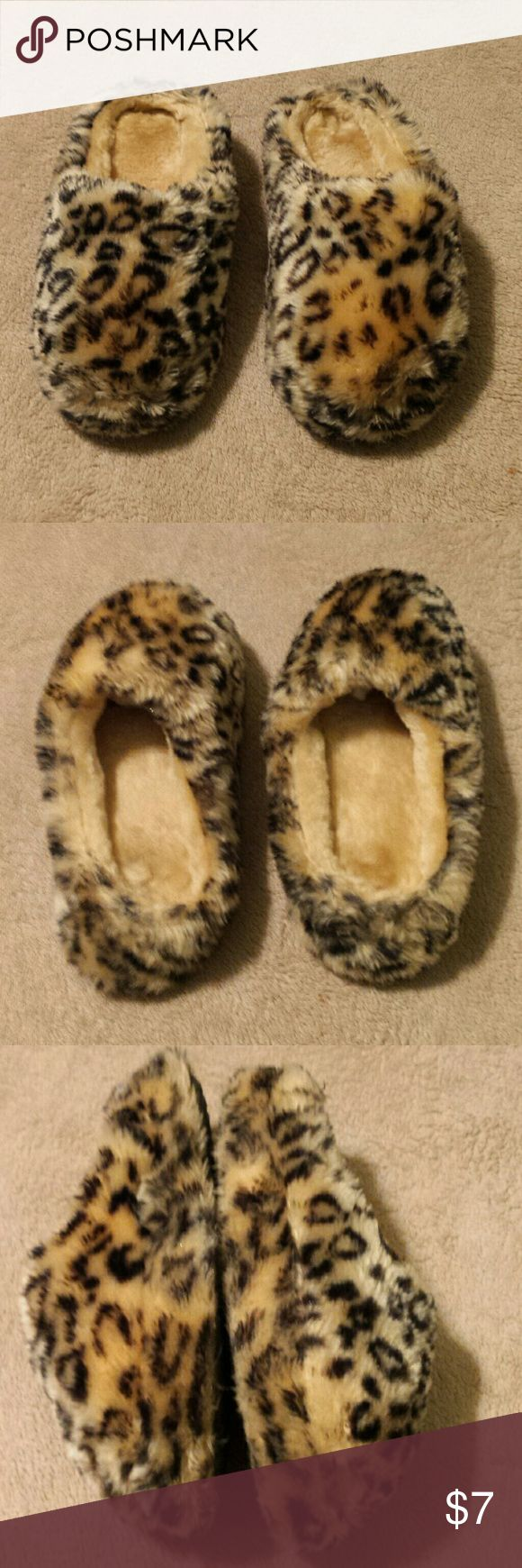 Fuzzy Animal Print Slippers. Size Small. (5/6) Warm and fuzzy animal print slippers. Gently worn. Shoes Slippers
