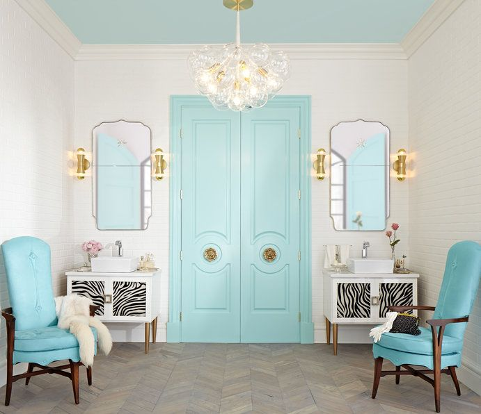 Lisa Mende painted the Fashion Forward interior doors in the iconic Tiffany blue to give the bathroom an eclectic feel.