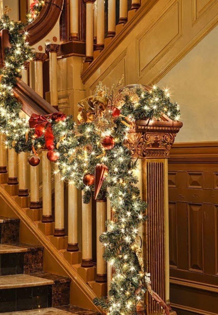 25+ unique Christmas staircase decor ideas on Pinterest ...