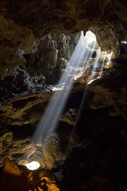Cave of Heavenly Palace, Halong Bay, Vietnam