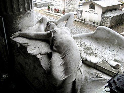 L'angelo della tomba Ribaudo (Staglieno, Liguria, Italien, Ondablv at flickr.com - Salvatore Petrantoni)