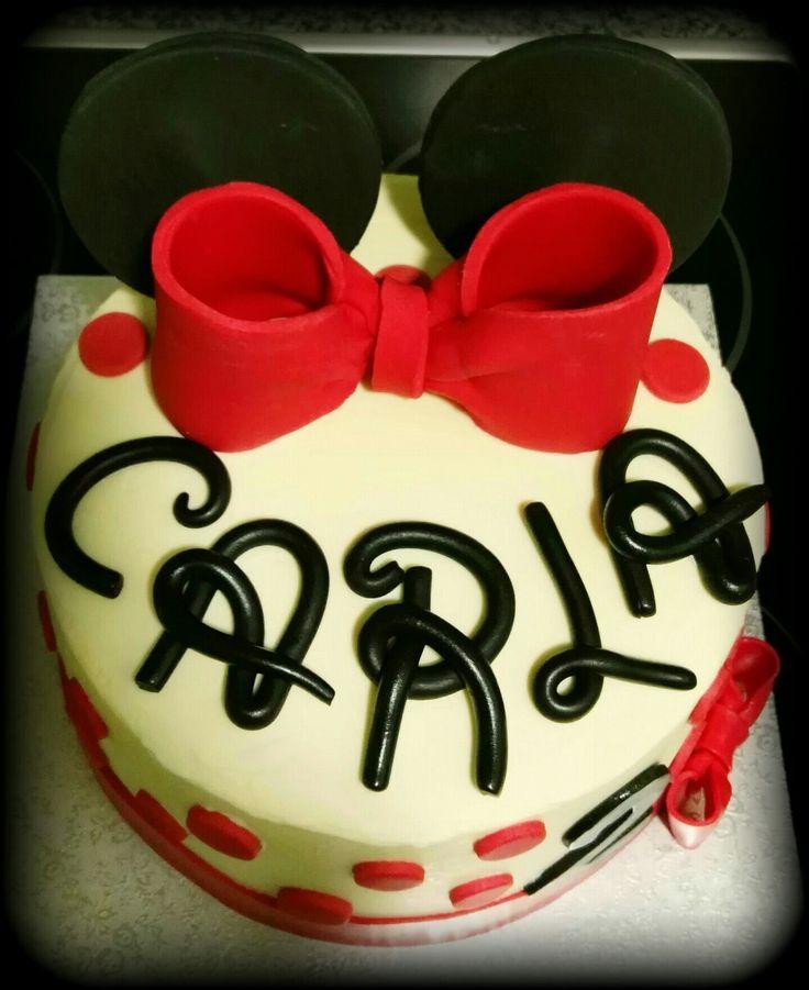 Layer Cake de Minnie Mouse con bizcocho de vainilla y buttercream de Nutella.
