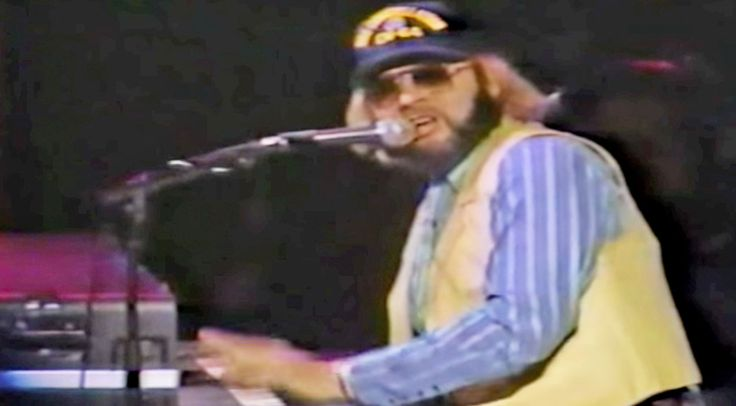 Country Music Lyrics - Quotes - Songs Hank williams jr. - Hank Jr.'s Thunderous Piano Solo In 'Gonna Go Huntin' Tonight' Will Make Your Jaw Drop - Youtube Music Videos http://countryrebel.com/blogs/videos/hank-jr-s-thunderous-piano-solo-in-gonna-go-huntin-tonight-will-make-your-jaw-drop