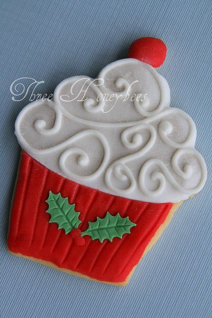 Christmas Cupcake Cookie by Three Honeybees, via Flickr