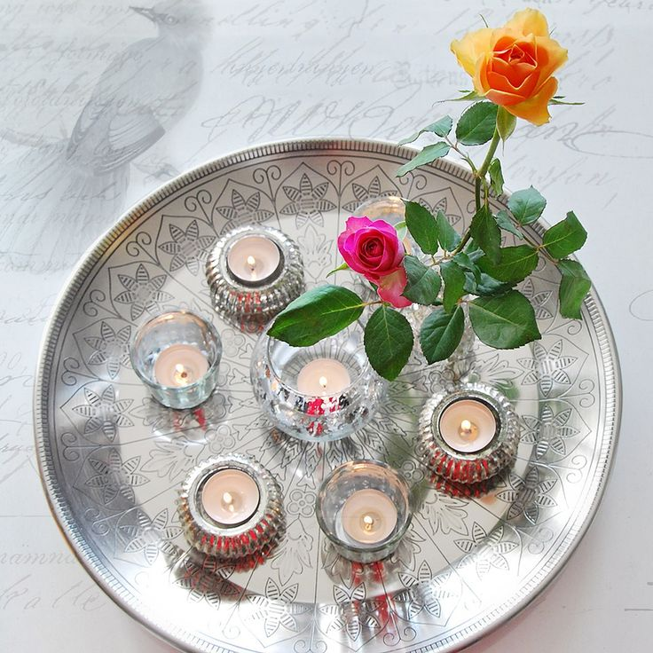 Tray with tealights and roses. Just what you need in the midwinter.