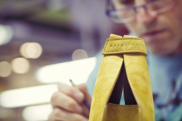 Spanish craftsmanschip for the bag brand ONESIXONE.  Artesanía española para la marca  de bolsos ONESIXONE. #onesixonebag