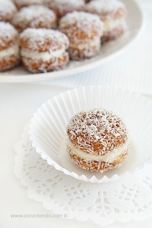 Baci di Dama con Amaretti al Cocco, Caffè e Mascarpone (Bisous de la Dame. ). Amaretti and coconut cookies.