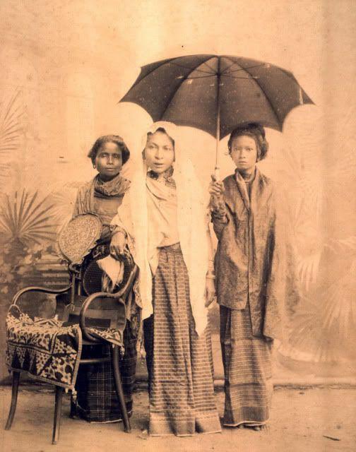 Pocut Di Murong (Tengah) Istri Sultan Muhammad Daudsyah