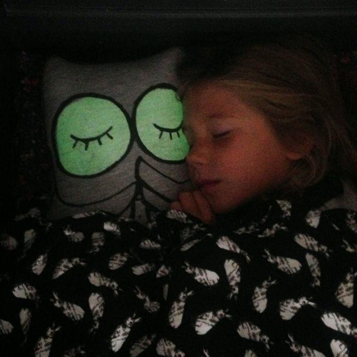 KAMIMI Hot 100% Cotton Cartoon Owl fluorescent Flash Eyes Light Baby Pillow for Infant Toddler Baby Sleeper Pro Pillow