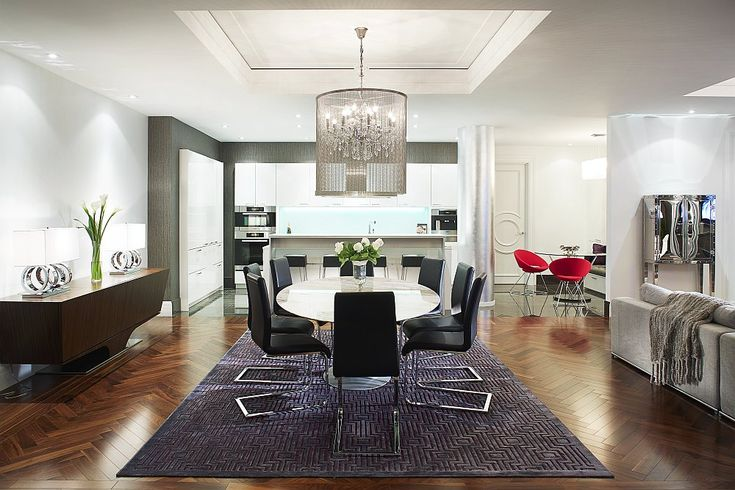 Brilliant chandelier above the dining table steals the show here