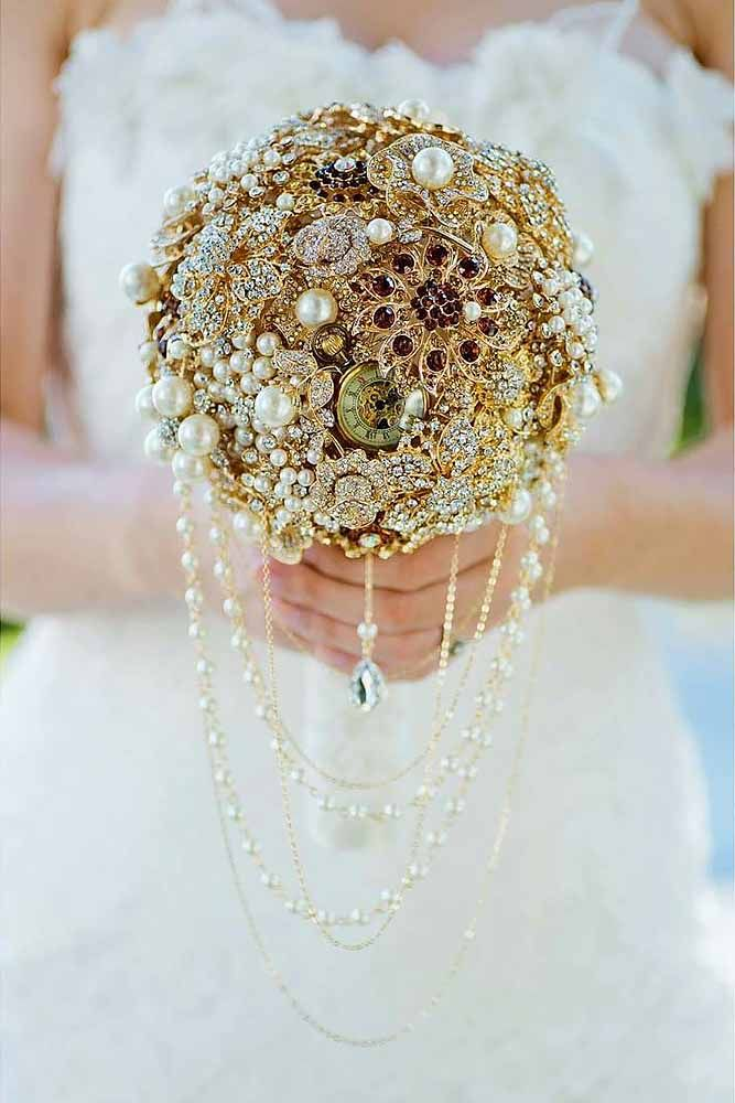 30 Chic Brooch Wedding Bouquets With Bling