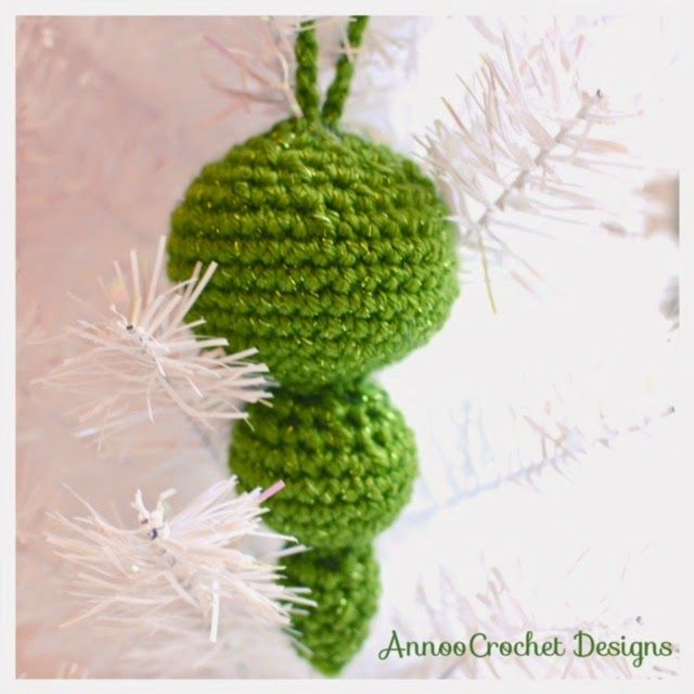 Annoo's Crochet World: Classical Tapered Christmas Ornament Free Tutorial