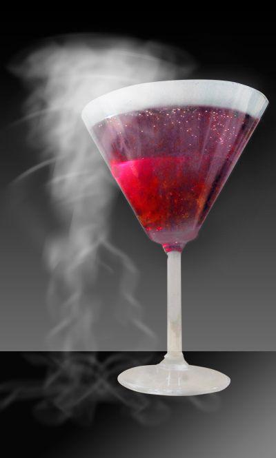 Halloween approche et vous vous questionnez sur les préparatifs de la soirée la plus effrayante de l'année ? Après la recette du shooter fumant et sanglant, voici une nouvelle recette de cocktail rouge qui fume. Découvrez une variante de l'Americano : le cocktail Américano fumant...