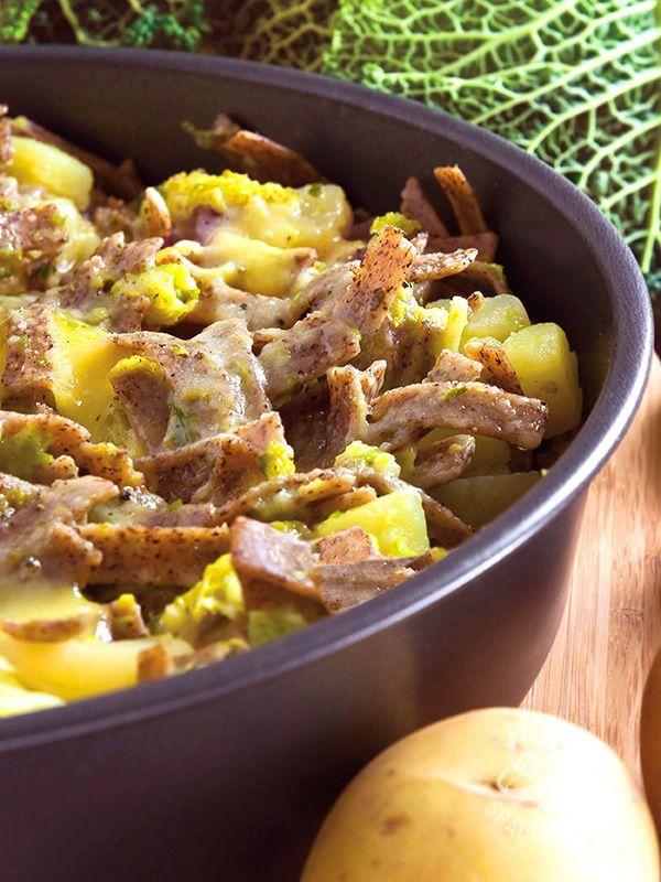 I Pizzoccheri alla valtellinese sono un famoso piatto della tradizione regionale del Belpaese, qui presentati nella gustosissima versione senza glutine.