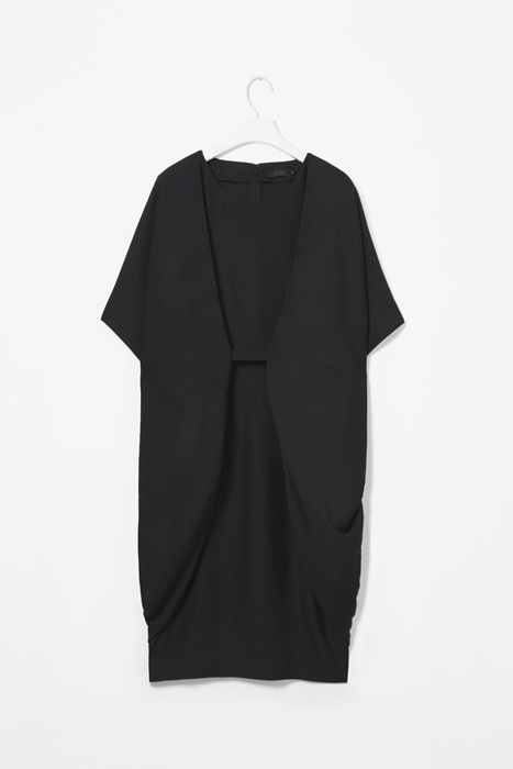 cos. This looks cozy, can be dressed up or down, and will work well with curves especially after baby. I really likey!