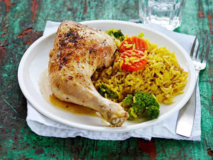 Valmista koko ateria kerralla uunissa. Broileri, riisiä ja pakastekasviksia – helppoa ja herkullista. Pakastekasviksia ei tarvitse sulattaa ennen...