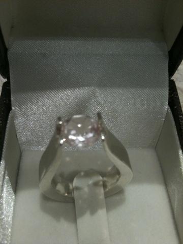El otro mundo de Fabi, anillo en plata con cuarzo rosa