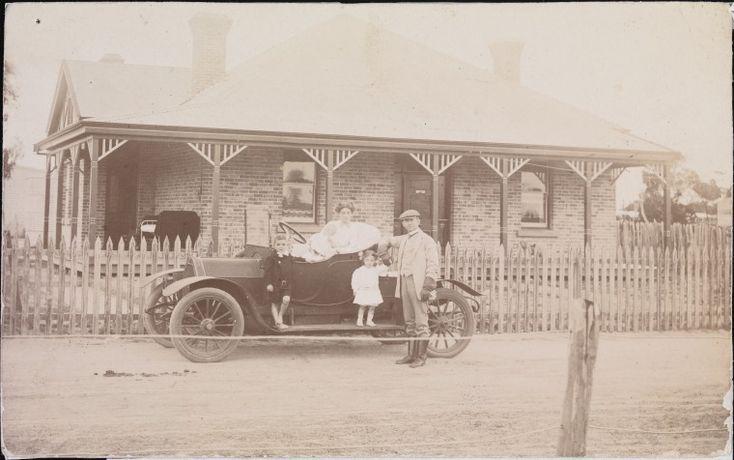 BA2070/21: Dr J J Holland and family, Katanning, 1911 http://encore.slwa.wa.gov.au/iii/encore/record/C__Rb3447957?lang=eng