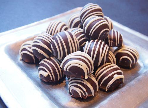 Sjokoladetrøfler med pasjonsfrukt
