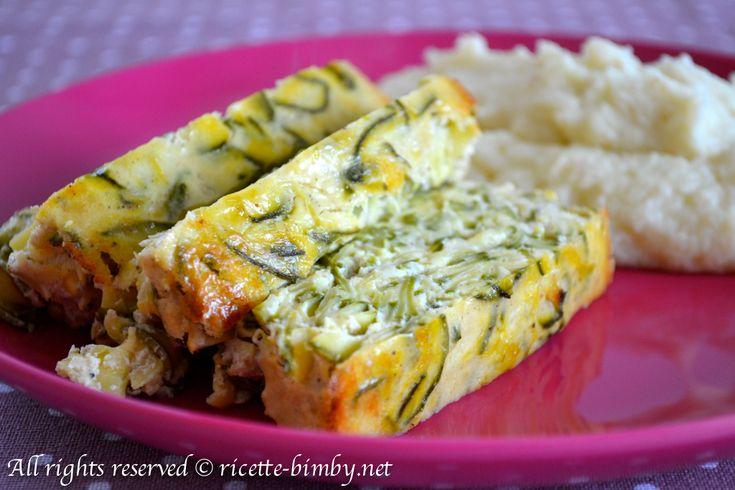 Prepara un secondo sfizioso con il tuo Bimby, lo sformato di zucchine accompagnato da un contorno è una pasto completo e leggero.