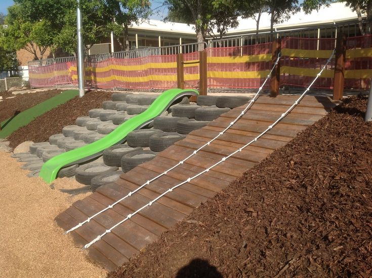 MULTIPLE ACCESS TO LOWER LEVEL VIA RAMP, TYRE CLIMB, SLIDE - For next to the deck.