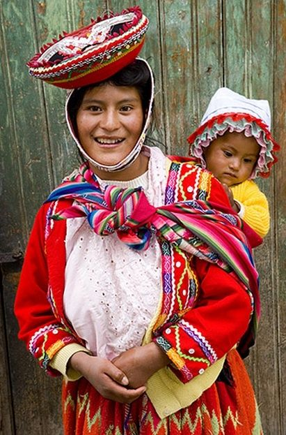 Peru | mother with child in traditional dress photographed in Ollantaytambo