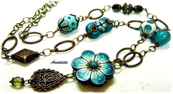 Collar flor verde azulado