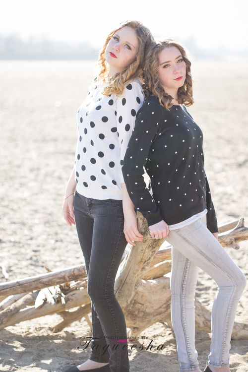 Best friend photoshoot on the beach. Teen photo session